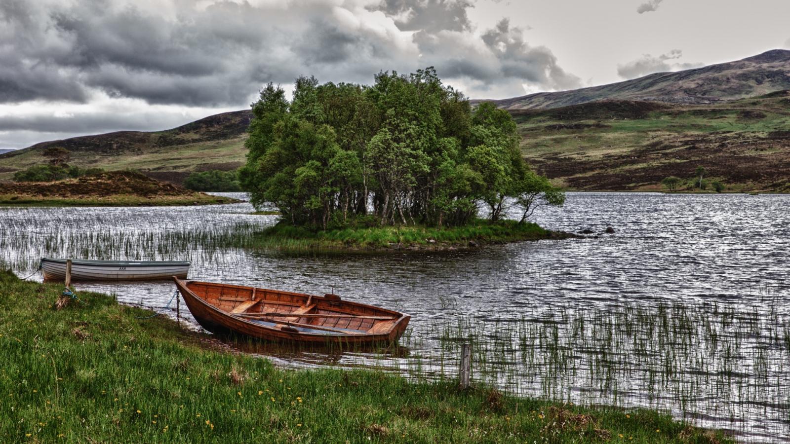 поворот лодки через берега